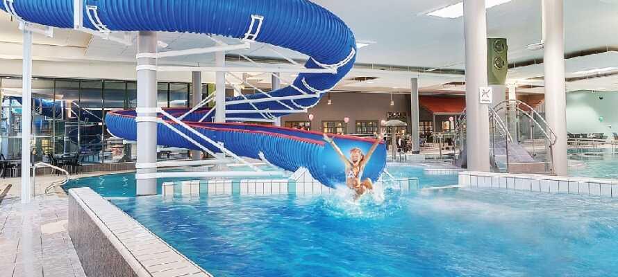 Barnen älskar hotellets eget badland. Tag med barnen till vattenrutschbanan!