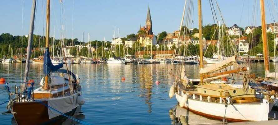 Flensburg stad med den fantastiska hamnen ligger bara en kort biltur bort.