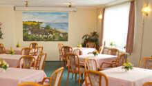 Hotellets restaurant, Hiddensee, byder på regionale retter i hyggelige omgivelser