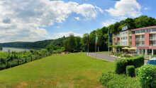 Ringhotel Haus Oberwinter ligger ved Rhinens frodige bredde mellom Siebengebirge og Ahrtal fjellene.