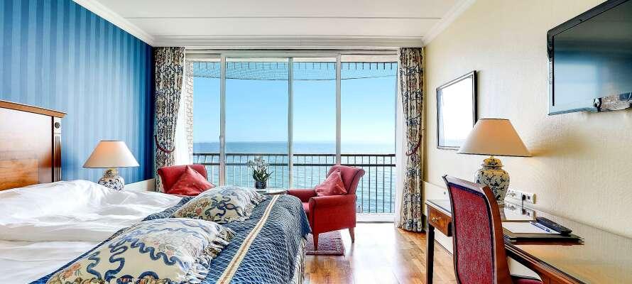 Hotellrummen är inredda i en underbar maritim stil. Exempel på ett av rummen med utsikt över vattnet.