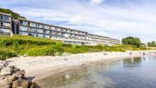 Hotellet ligger vackert beläget ner till Århus vik.
