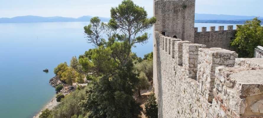 Byen Trasimeno ligger blot 5 km fra campingpladsen og her kan I besøge borgen, Castiglione sul Trasimeno