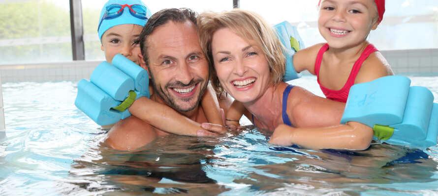 Här bjuds ni på en badsemester för hela familjen med tillgång till vattenpark, vattenrutschbanor och pool.
