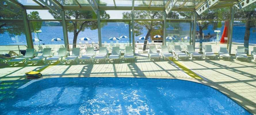 Sie haben freien Zugang zum Laguna Bernadin Water Park mit verschiedenen Pools und Wasserrutschen.