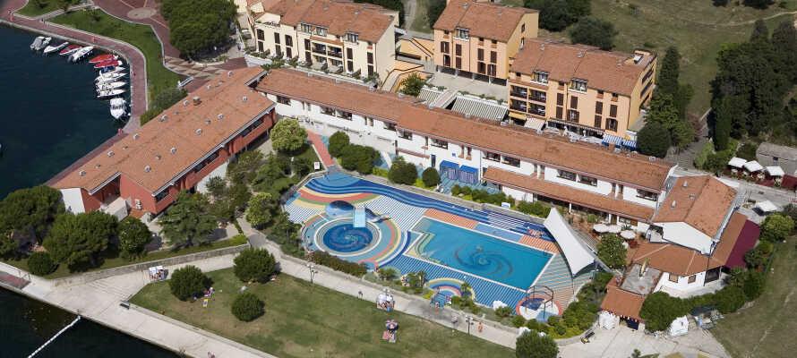 Das 3-Sterne-Hotel Vile Park liegt direkt am Strand und verfügt über einen fantastischen Swimmingpool.