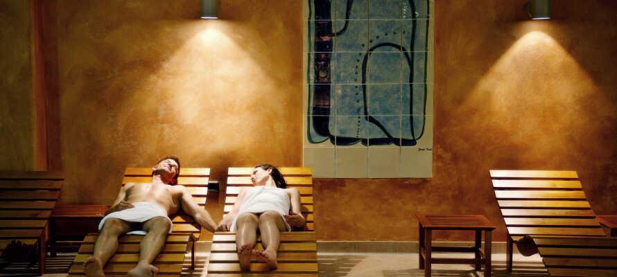 Das Hotel verfügt über einen kleinen Wellnessbereich mit Sauna, wo Sie gegen Gebühr auch Behandlungen buchen können.