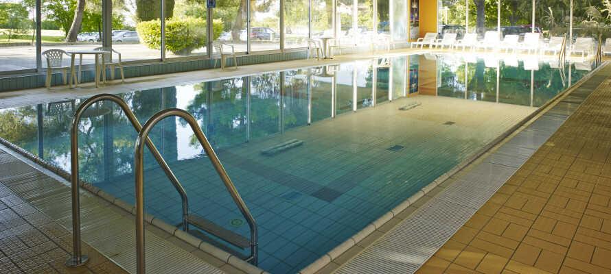 Hotel Haliaetum erbjuder en inomhuspool med uppvärmt havsvatten.