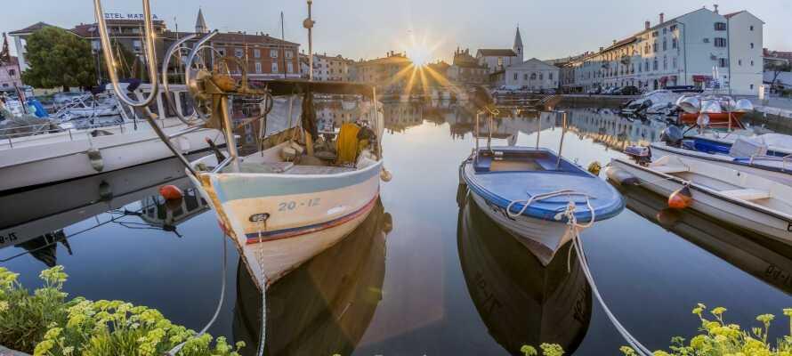 Den hyggelige by Izola byder på flot arkitektur, små smalle gader og hyggelige restauranter.