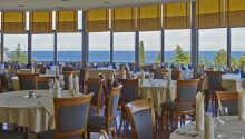 Restaurangen serverar både lokala specialiteter och internationella rätter.
