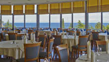 Restauranten serverer både lokale specialiteter såvel som internationale retter