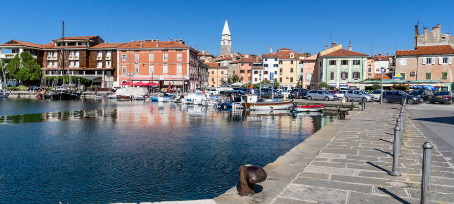 Den lille idylliske by Izola byder på flot arkitektur, små smalle gader og hyggelige restauranter.