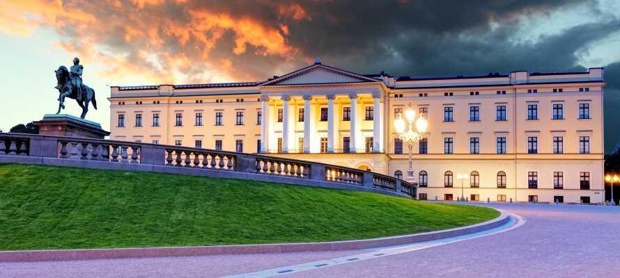 Besøg det smukke kongeslot i Oslo og gå en tur i slotshaven