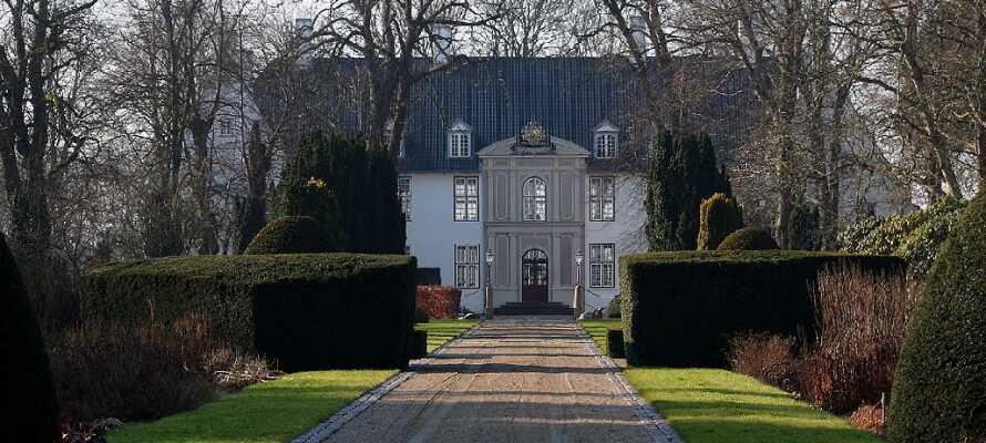 Besuchen Sie das beeindruckende Schloss in Møgeltønder, etwas außerhalb von Tønder.