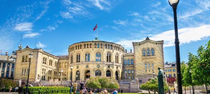 Stortinget er et imponerende syn og ligger ikke langt fra hotellet på Karl Johans gate.