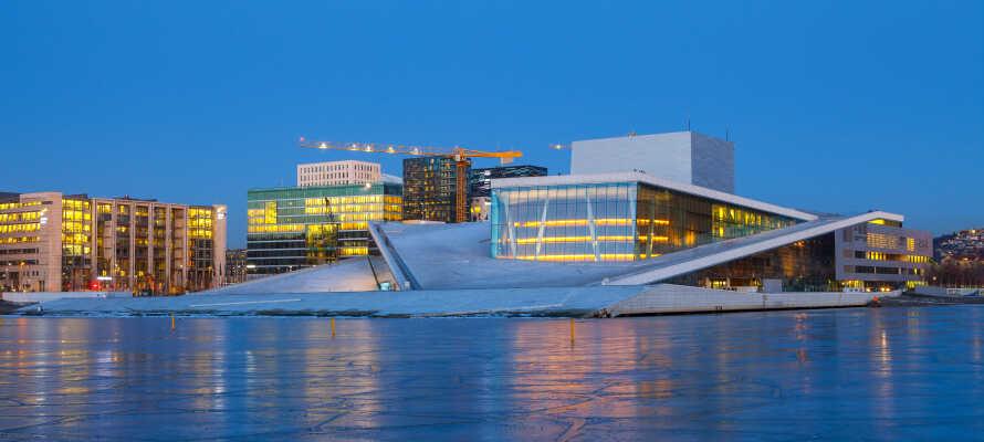 Operaen er en af Oslos mange stoltheder, og den ligger helt ned til fjorden
