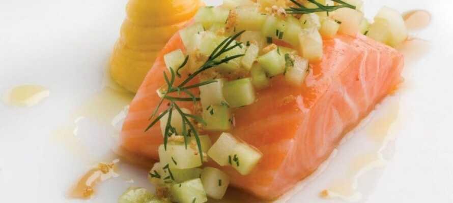 Hotellet har et godt køkken som tilbyder et udvalg af spændende frokost- og middagsretter.