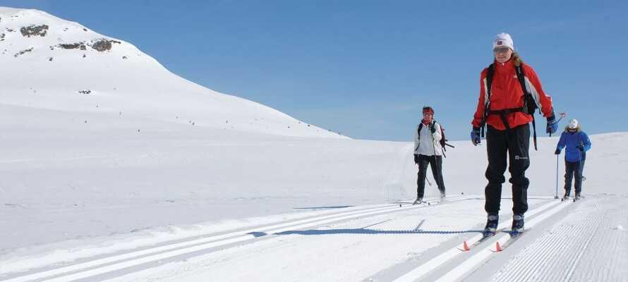 Den populära skidorten erbjuder omväxlande utförs- och längdskidåkning.