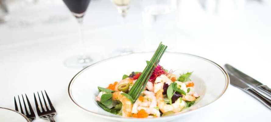Das Gasthaus serviert traditionelle dänische Gerichte, die natürlich aus den besten Zutaten zubereitet werden.