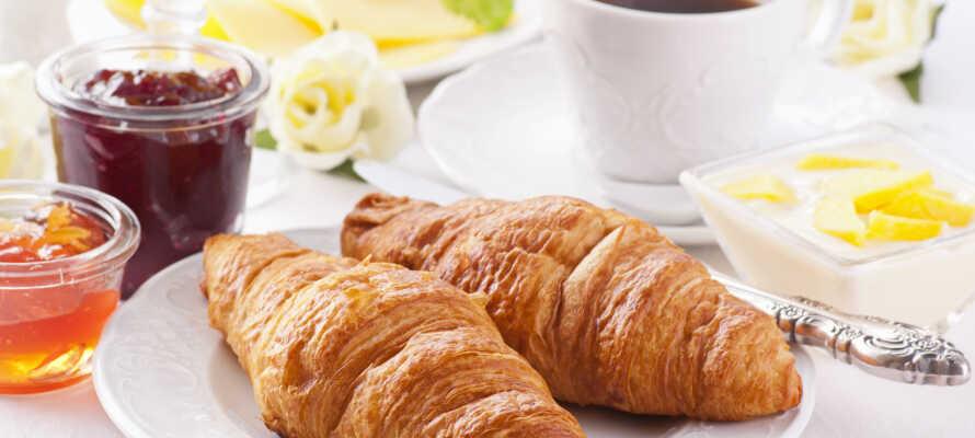 Efter en god natts sömn kan ni starta dagen med en frukost på kroen.