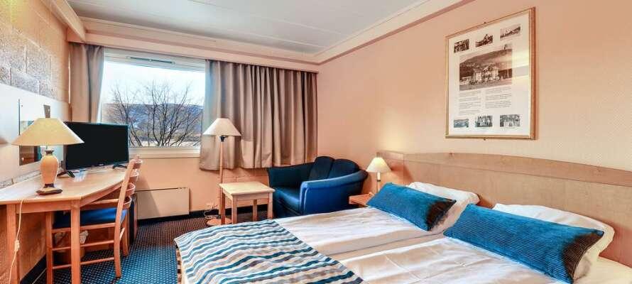 Bo komfortabelt på hotellets lyse rom, som utgjør en god base for deres opphold i Vrådal