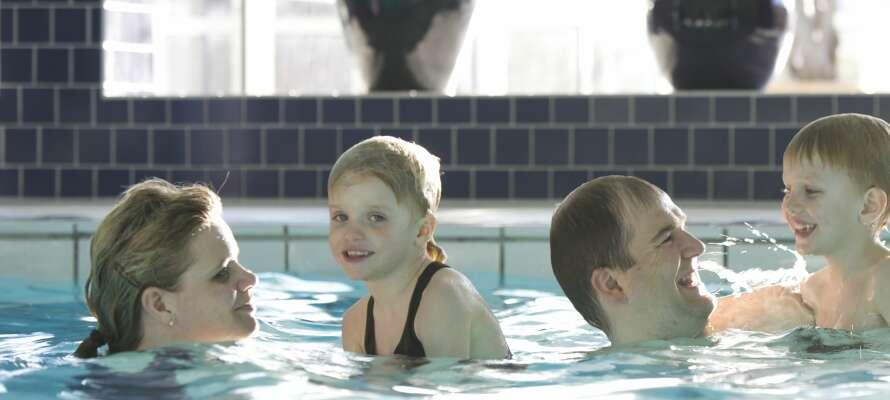 Schwimmen Sie eine Runde im hoteleigenen Pool.