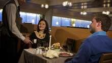 Ein gepflegtes Abendessen im Hotelrestaurant lässt den Urlaubstag entspannt ausklingen.
