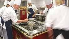 Kroen erbjuder god mat där köket lägger fokus på färska råvaror.