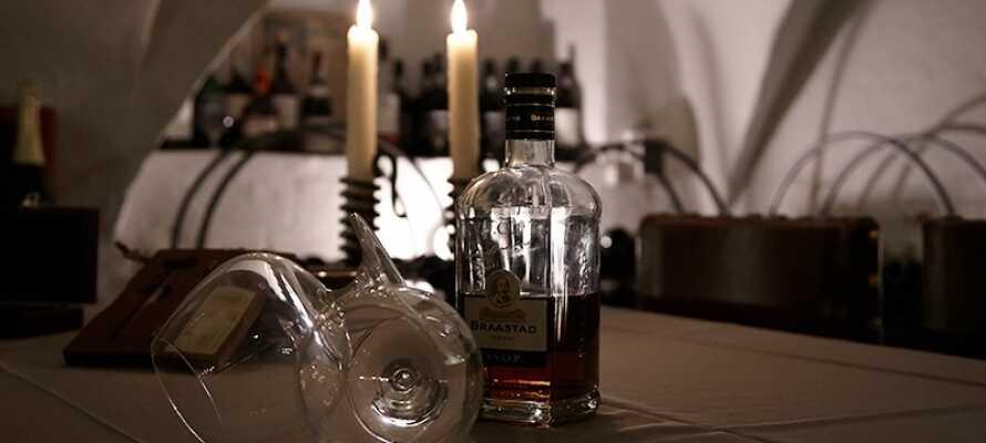Im Hotelrestaurant befindet sich außerdem der eindrucksvolle Weinkeller des Brødremenigheden mit Weinen aus aller Welt.
