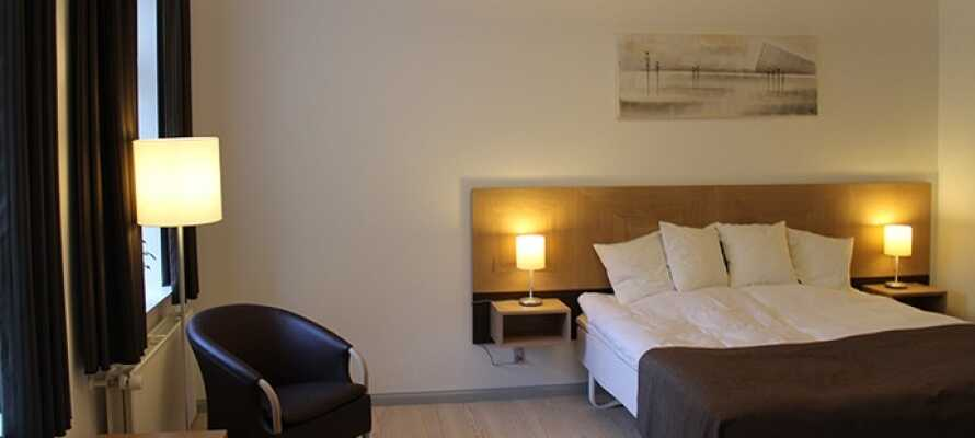 Die hellen, geräumigen Zimmer sind nach bedeutsamen Persönlichkeiten oder Begebenheiten benannt sind.