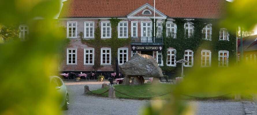 Byggnaden från 1673 erbjuder en atmosfär, som endast kan upplevas i en gammal byggnad med en gammal själ.