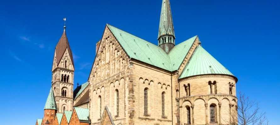 Kroens läge på Sønderjylland ger er fina möjligheter för upplevelser av olika slag. Besök t. ex. Ribe Domkirke.