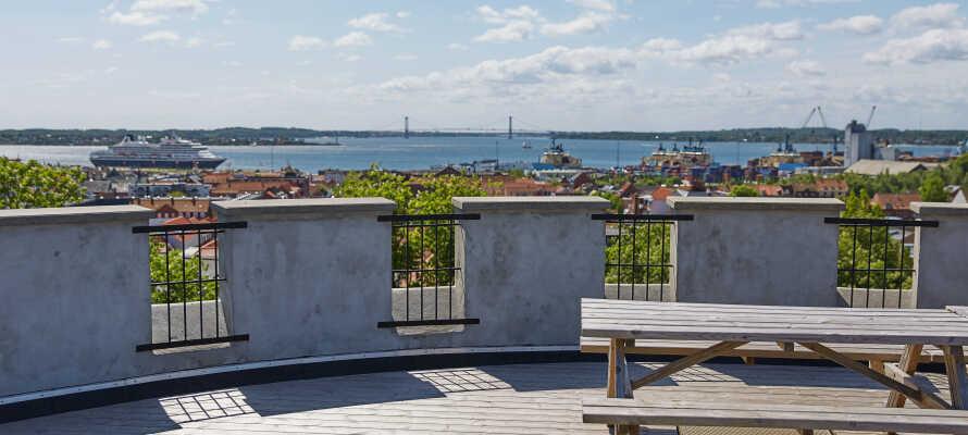 Hotellet ligger tæt på centrum og havnen i Fredericia, som er en spændende fæstningsby.