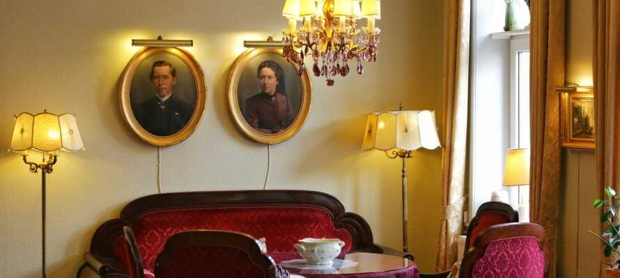 Hotellet er renoveret i 2018, men den historiske sjæl er yderst velbevaret og præger i høj grad atmosfæren.