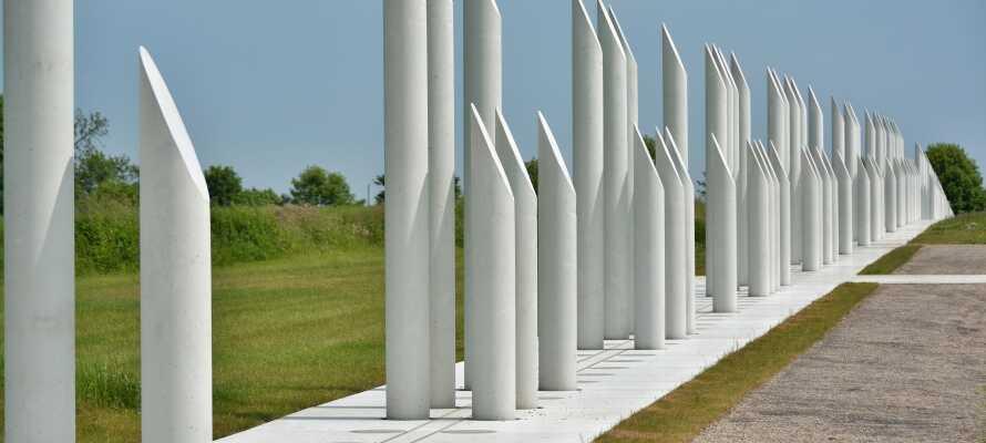 Oplev Jelling Monumenterne, som er en af Danmarkshistoriske mest betydningsfulde seværdigheder.
