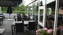 Nyd vejret på den dejlige terrasse om sommeren.