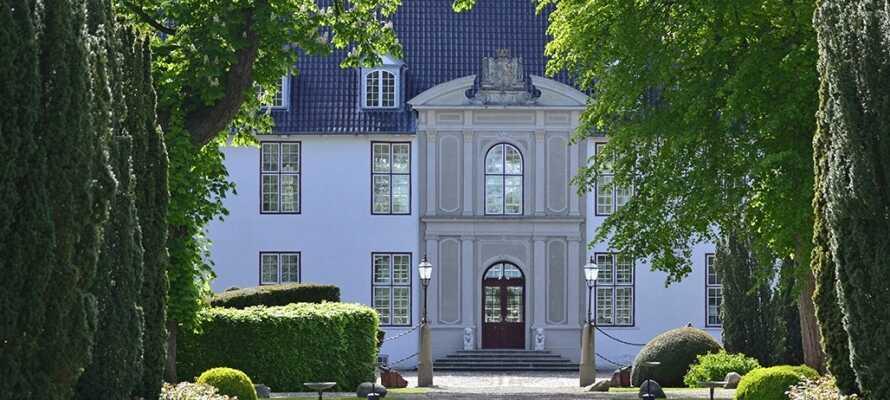 På Schackenborg Slott kan ni ta in den kungliga stämningen och uppleva kungafamiljens kammare  på nära håll.