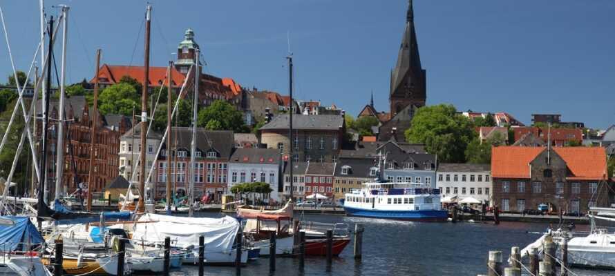 Besøk den nordtyske kjøpstaden, Flensburg, shop billigt og motta en flaske vin hos Fleggard, når du reiser med Risskov Bilferie.