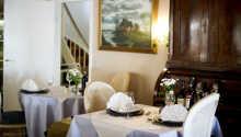 Genießen Sie das Essen in angenehmer Gasthaus-Atmosphäre.