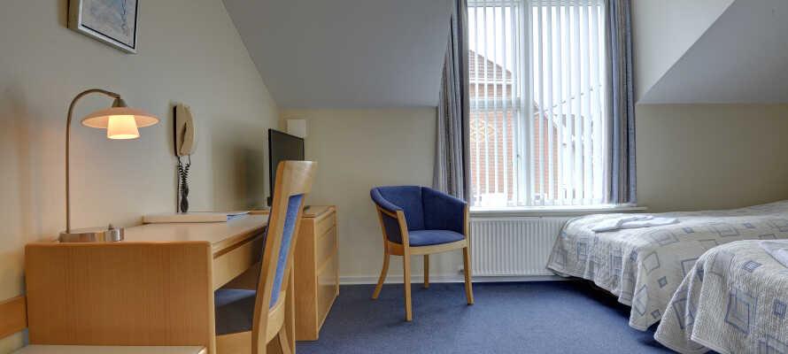 De nydelige værelser er rummelige og moderne og har alle eget bad og toilet.