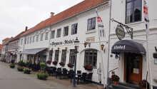 Välkomna till det charmiga gamla hotellet Bogense Hotel som ligger nära hamnen i Bogense