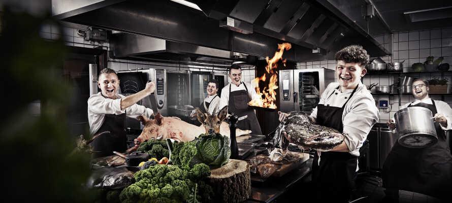På Fjelsted Skov Hotel tilberedes maden med store smil og passion for gode friske råvarer.