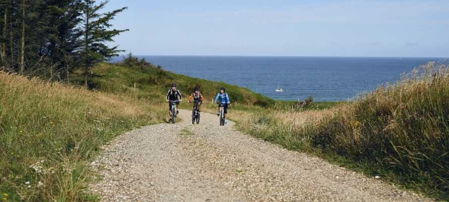 Hotellets nærområde tilbyder ideelle muligheder for cykel- og/eller vandreture i den danske natur.