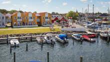 Hotel Rudkøbing Havn har en god beliggenhed direkte ved vandet.