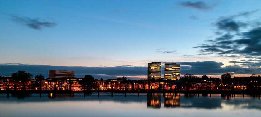 Dette hotel ligger i den naturskønne Gelderland-provins, i kort afstand fra centrum af den smukke historiske by, Arnhem.