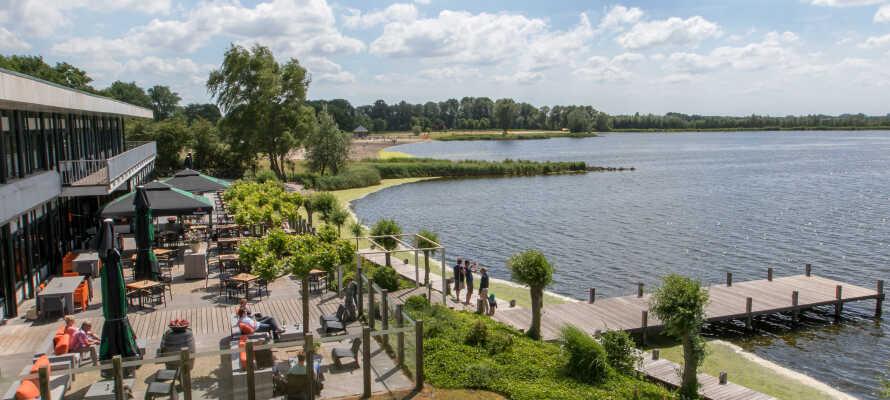 Postillion Hotel Amersfoort Veluwemeer ligger i natursköna omgivningar precis vid sjön Nuldernauw.
