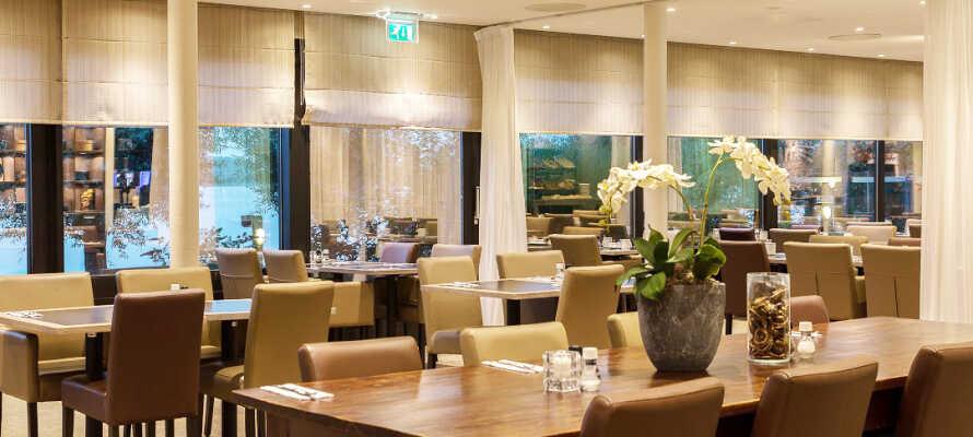 Etter en opplevelsesrik dag kan dere slappe av og spise middag i hotellets egen restaurant.