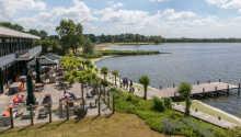 Naturskönt läge vid vattnet där ni bor nära stranden Nulde och sjön Nuldernauw.