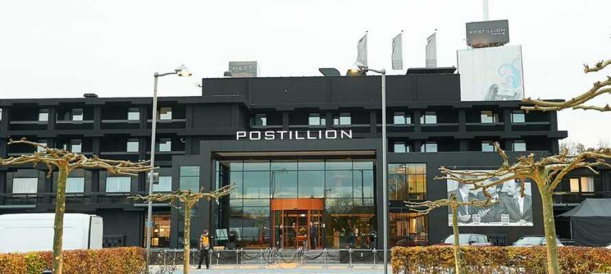 Postillion Hotel Dordrecht har en rolig beliggenhed i udkanten af den hyggelige kanalby Dordrecht.