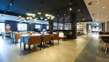 Spis godt i hotellets restaurant.